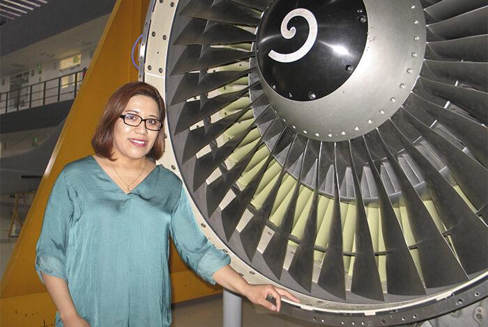 Mujer investigadora desarrolla materiales para el Sector Aeronáutico