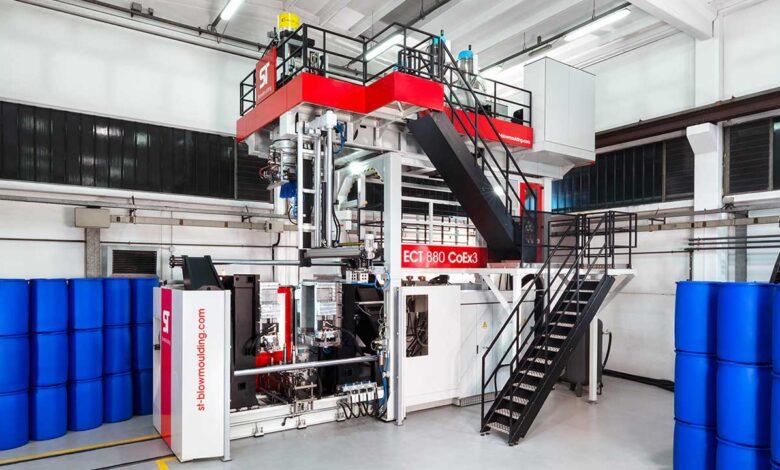 ST BlowMoulding celebra 40 años de innovación en moldeo por succión y soplado