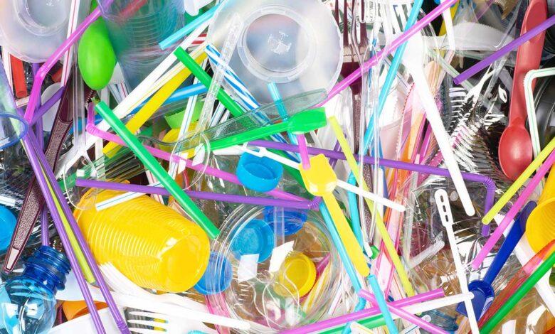 Cinco mitos sobre el impacto ambiental de los plásticos de un solo uso: estudio