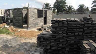 Arquitectura sostenible: casas construidas con ladrillos de plástico reciclado