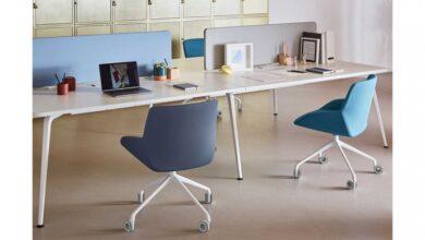 Lanzan sillas profesionales hechas con botellas de plástico para el home office