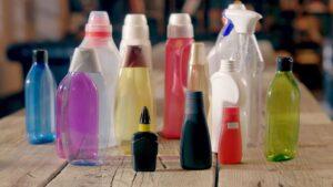 Henkel lanzó al mercado casi 700 millones de botellas hechas con plástico 100% reciclado en 2020