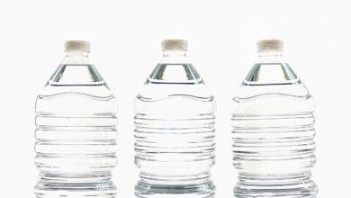 Cambiar botellas de plástico pequeñas a medianas reduce residuos de PET