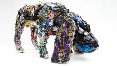 Robert Bradford: el plástico resucita en obras de arte