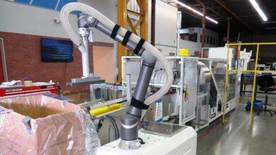 Así trabaja el primer cobot empaquetador de cajas de la industria