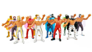 Luchadores de plástico: la increíble historia de los juguetes mexicanos